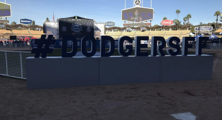 30,000+ fans attend Dodgers FanFest